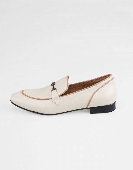 Classic loafers Cream